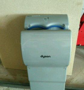 Сушилка для рук Dyson.