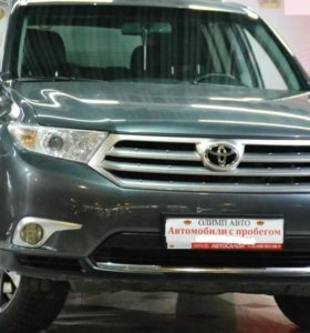 Бампер Toyota Highlander 2012г-