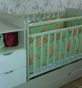 Детская кроватка с пеленальным столиком и ящиками