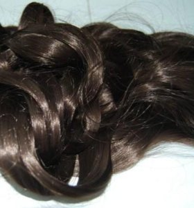 Натуральные волосы на трессах .