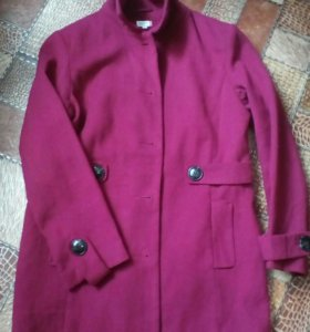Пальто деми новое. Пуховик