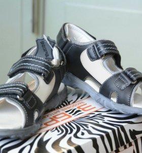 Новые кожаные сандалии Зебра для мальчика. Р-р 31