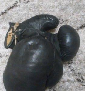 Перчатки для бокса б/у.