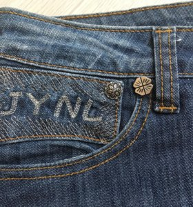 Юбка джинсовая на девушку.