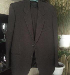 Продаю мужской костюм