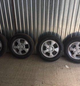 Продаю комплект колёс на ниву