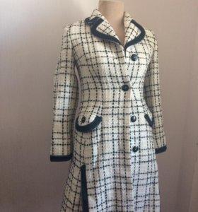 Пальто новое шерсть-кашемир в стиле Chanel