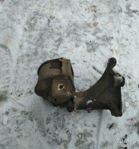 Подушка двигателя с крепежом Фольксваген Пассат б3
