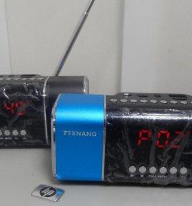 Портативное радио с часами и встроенным Плеером.
