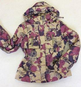 на весну куртка с цветочным принтом