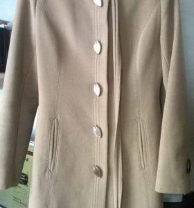 Пальто демисезонное 46 размер