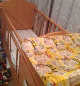 Продам детскую кровать-маятник с матрацом
