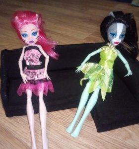Куклы монстры с диваном