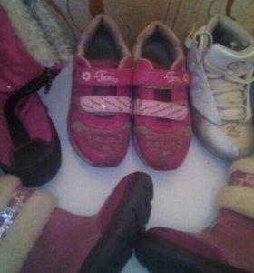 Срочно! Отдам обувь для девочки.