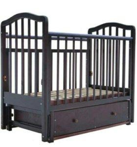 Детская кроватка и комод с пеленальным столиком