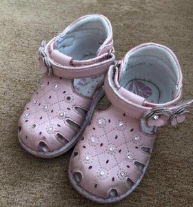 Продам сандали б/у на девочку, размер 19