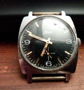 Часы ЗИМ. Времен СССР