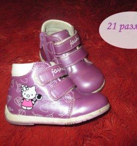 Ботиночки, туфли, сандалики для малышки