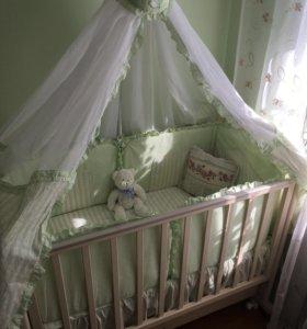 Кроватка + матрац + постельное + бортики+ балдахин