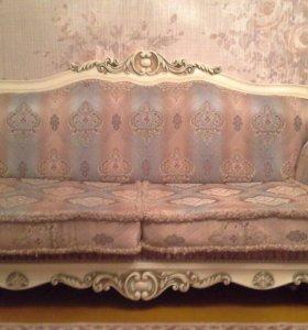 Диван с креслами и спальня