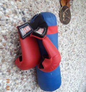 Боксёрские перчатки с грушей,детские б-у.