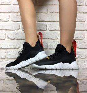 Новые женские кроссовки Fendi.