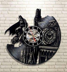 Часы с любимыми героями на виниле