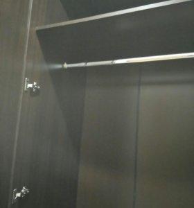 Шкаф тройной