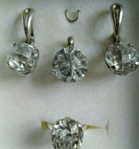 Гарнитур из серебра (серьги,подвеска,перстень)