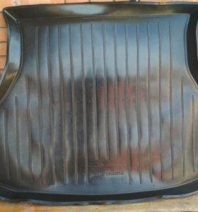 Коврики в багажник б/у