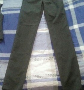 Школьные брюки новые на девочку 38 размер