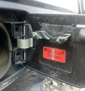 Лючок бензобака с петлей и пружинкой Е34 Е32