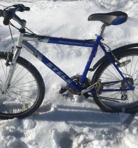 Два велосипеда горных