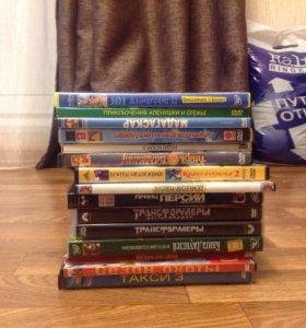 DVD диски и видеокассеты