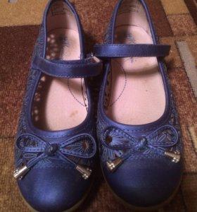 Продаю туфли школьные женские