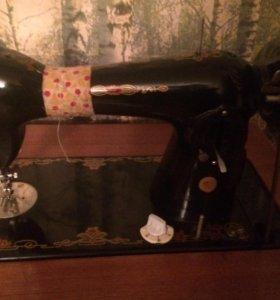 Машинка швейная ножная с тумбой