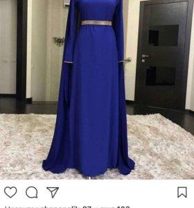 Вечернее платье с кейпом