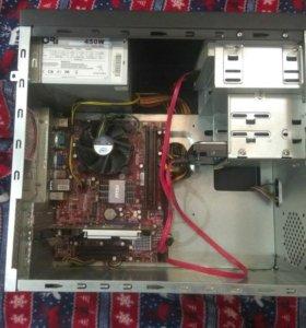 компьютер с монитором и клавиатурой