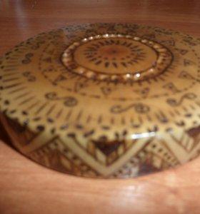Подставка под чашку деревянная за 100 руб.