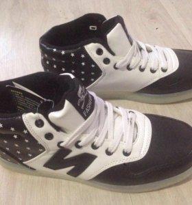 кроссовки черные со светящейся подошвой