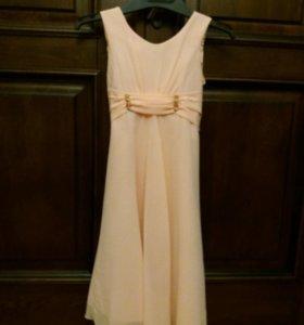Платье на девочку персиковое нарядное 9-10лет