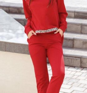 Декорированный красный костюм