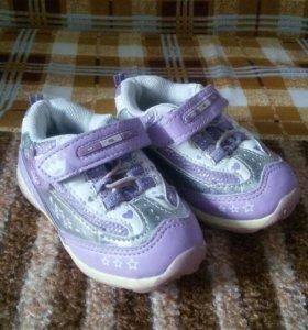 Продам стильные ортопедические кроссовки фирма Том