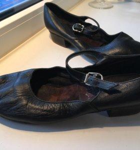 Чёрные кожаные туфли для занятий народными танцами