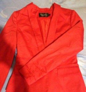 Пиджак в очень хорошем состоянии