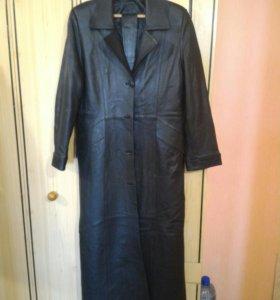 Кожаное черное пальто