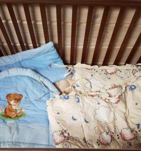 Бортики в кроватку + одеяло и постельное белье