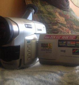 Обменяю Профессиональную камеру Panasonic vx27