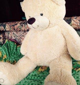 Большой плюшевый медведь!
