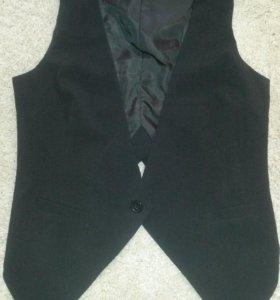 Женская жилетка из костюмной ткани